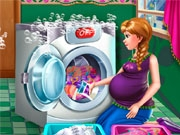 Беременная Анна стирает